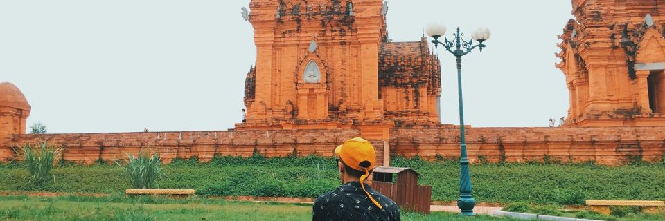 https://gody.vn/blog/12532935681505101494/post/kham-pha-thap-cham-giua-long-ha-noi-giong-y-het-nhu-phien-ban-goc-7488