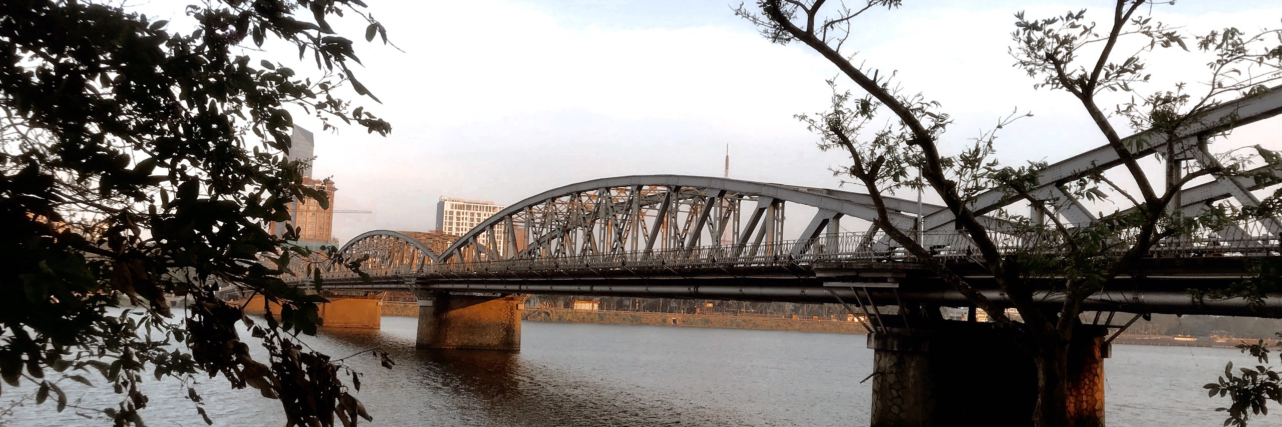 https://gody.vn/blog/congchua_mauhong803174/post/nhung-goc-pho-nen-tho-o-hue-8166