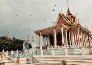 """""""Vượt biên"""" sang Campuchia chỉ với 1.500.000đ – Liệu có thể?"""