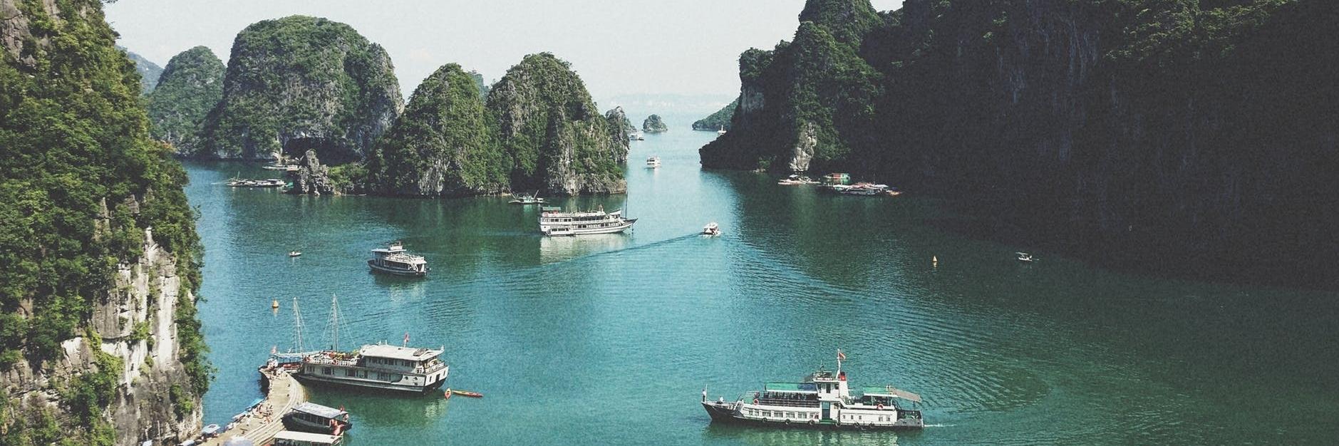 https://gody.vn/blog/vanloc7437/post/review-mot-ngay-kham-pha-vinh-ha-long-3854